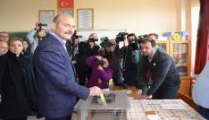 İçişleri Bakanı Soylu referandumda oyunu Trabzonda kullandı