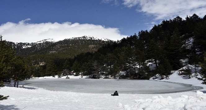 Limni Gölünün buzu çözülmüyor