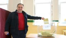 Giresunda Vali ve Belediye Başkanı oylarını kullandı