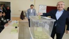 Mardin Valisi Yaman ve Milletvekili Bölünmez oyunu kulandı