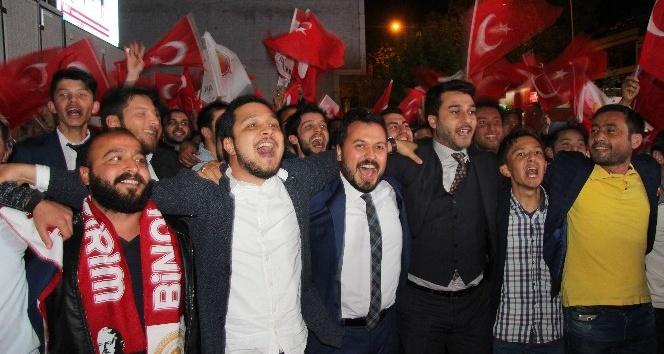 """Kahramanmaraş, yüzde 73,97 """"Evet"""" çıkan sonucu kutladı"""
