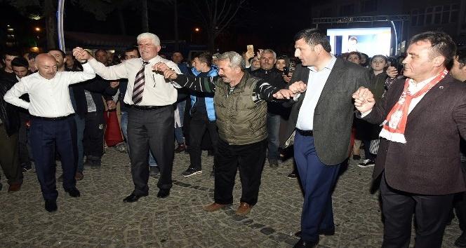 Gümüşhanede Başkan Erdoğan sloganlarıyla kutlama yapıldı