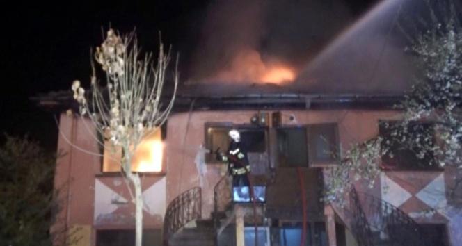 Silahla ayağından vurdukları şahsın evini yaktılar