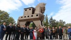 Turizm yazarları Troia ören yerinde