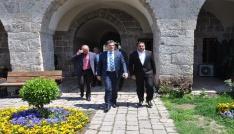 Kosova Kamu Yönetimi Bakanı Mahir Yagcilar, Sokullu Mehmet Paşa Külliyesini gezdi