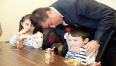 Minik öğrencilerinden Rektör Ayrancıya ziyaret
