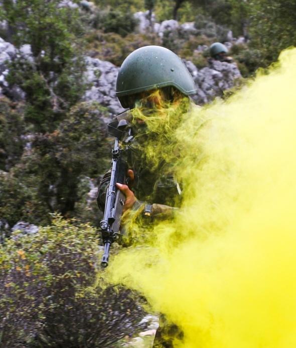 Komando asteğmen adaylarının eğitimi nefes kesti