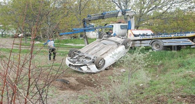 Tokatta otomobil tarlaya uçtu: 1 yaralı