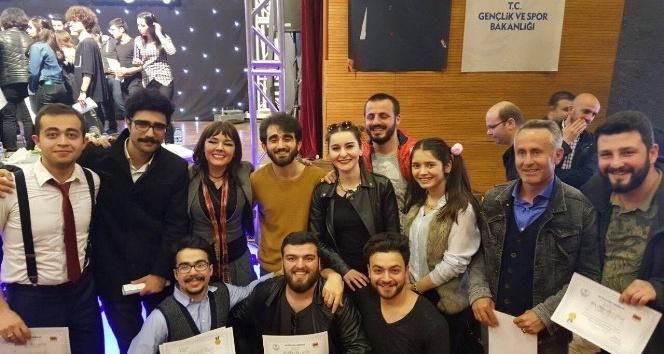 Trabzon ve Rize tiyatro yarışmasında birinciliği paylaştı