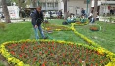 Burhaniyede park ve refüjlere belediye güzelliği