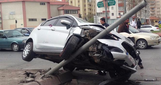Hastaneye yetişmek isterken kazaya neden oldu