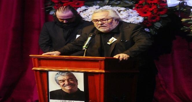 Usta oyuncu Bülent Kayabaş için Muhsin Ertuğrul Sahnesi'nde tören düzenlendi
