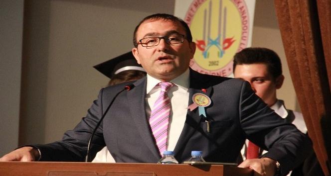 Dr. Sadık Ahmet Mesleki ve Teknik Anadolu Lisesi'nde mezuniyet sevinci