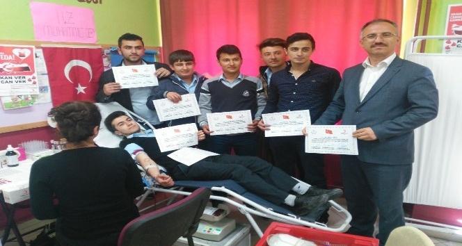 Emet Ashaboğlu Ortaokulunda 93 ünite kan bağışı yapıldı