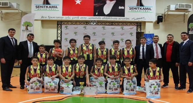 23 Nisan Basketbol şampiyonluk kupası Gaziantep Kolej Vakfı'nın oldu