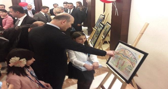 Çocuklar barış ve kardeşliği resimlere yansıttı