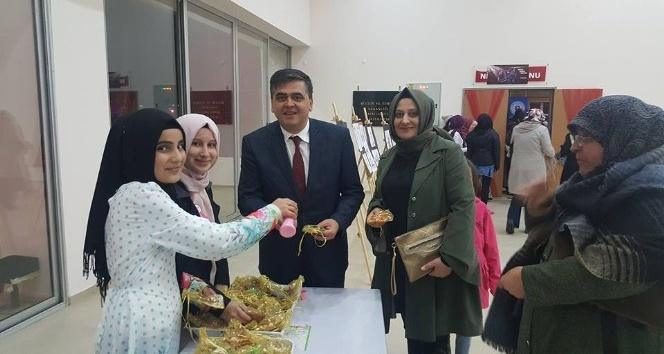 Başkan Yalçın öğrencilerin düzenlediği sergiye katıldı