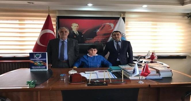Horasan'da temsili belediye başkanı Muhammed Yasin Lal, makam koltuğuna oturdu