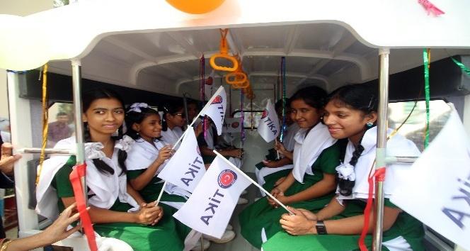 TİKA'dan Bangladeş'teki görme engelli çocuklara okul taşıtı
