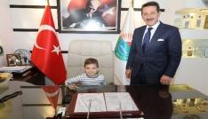 Başkan Tok, koltuğunu Minik Çınara devretti