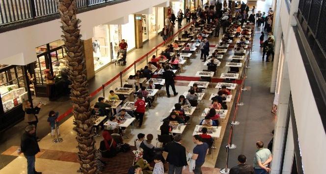 Çocuklar, 23 Nisan coşkusunu Forum Trabzon'un ödüllü satranç turnuvası ile yaşadı