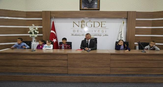 Başkan Akdoğandan minik öğrencilere alışveriş merkezi müjdesi