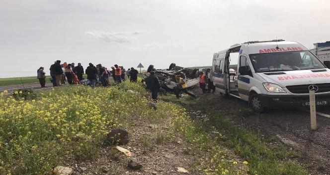 Takla atan pikaptaki 5 kişi yaralandı