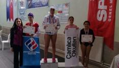 Çamlıca Okulları öğrencileri yüzme yarışmalarını dereceyle tamamladı