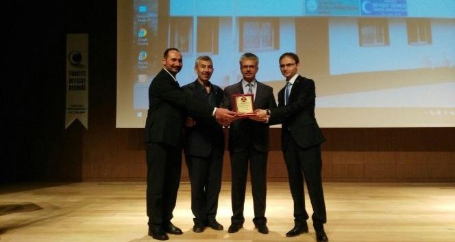 """Arapgir'de """"Eğitim Her Engeli Aşar"""" konulu konferans düzenlendi"""