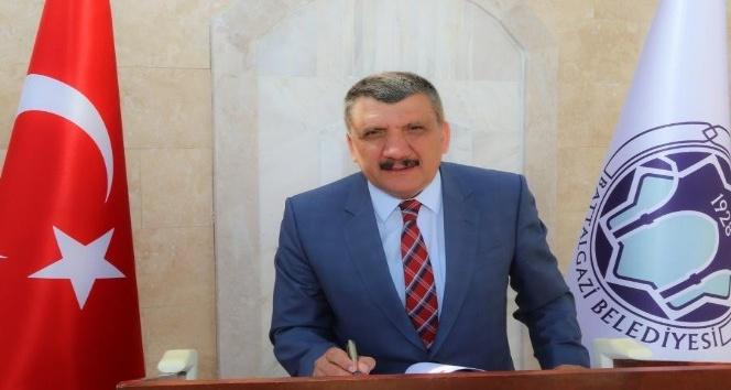 Başkan Gürkan 23 Nisan'ı kutladı