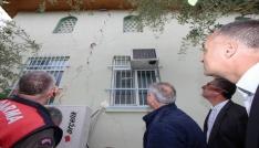 Saruhanlıdaki depremde bazı evlerde hasar oluştu