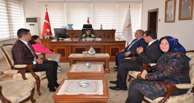 Vali Ahmet H. Nayir koltuğunu geleceğe emanet etti