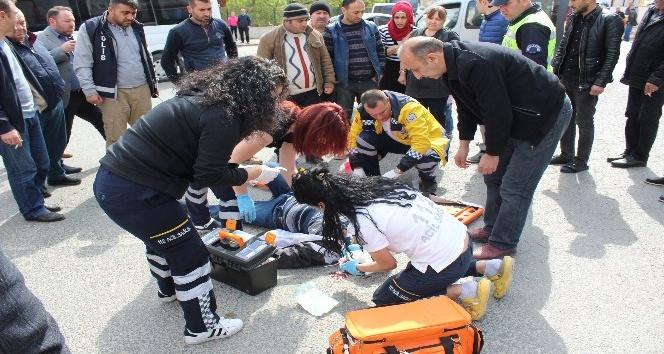 Minibüsle motosiklet çarpıştı: 1 yaralı