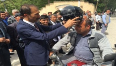 Mut Ülkü Ocakları, motosiklet sürücülerine kask hediye etti