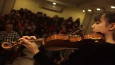 16 yaşındaki müzisyenin dünya başarıları gençlere ilham veriyor