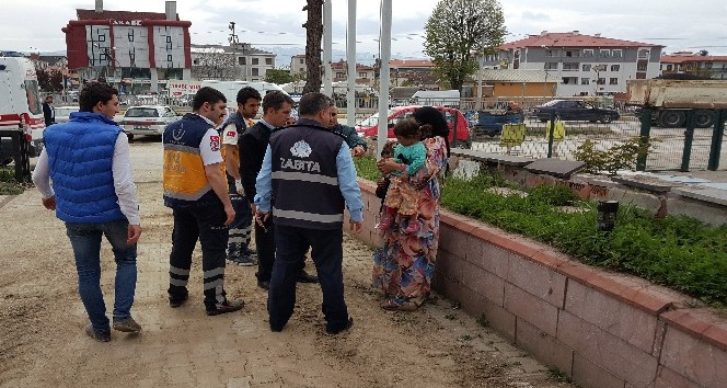Çocuklarıyla dilenen Suriyeli Kadın yakalanınca yaptığı numaralara rağmen kurtulamadı