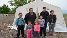 Deprem sonrası geceyi çadırda geçirdiler