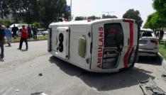 Adanada ambulans kaza yapıp devrildi: 4 yaralı
