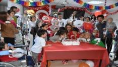 Lösemili minikler 23 Nisanı kutladı