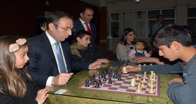 Çatakta satranç turnuvası