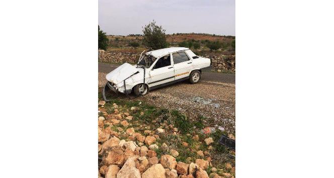 Mucura kapılan otomobil takla attı: 3 yaralı