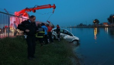 Adanada otomobil sulama kanalına uçtu: 1 yaralı