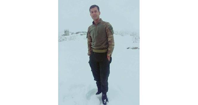 Hataylı Şehit Uzman Çavuş Mehmet Özalın baba evi yasa büründü