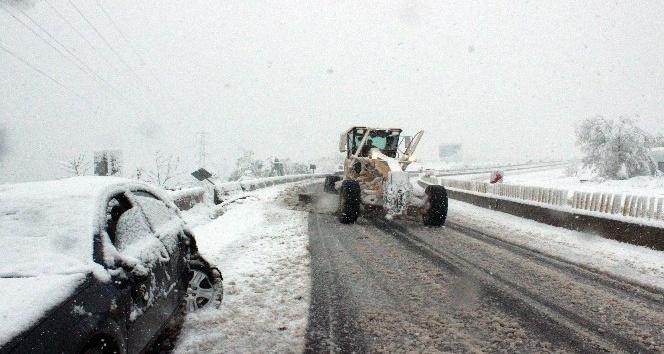 Nisanda Bolu Dağında kar sürprizi