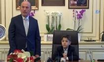 Kadir Topbaş koltuğunu Küçük Başkan Yusuf Safaya devretti