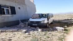 Şiddetli fırtına inşaat halindeki evi aracın üzerine yıktı