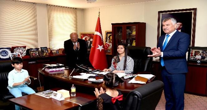Başkan Karalar, koltuğunu Yasmina Patıra devretti