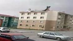 Fırtına Erzincanda çatıları uçurdu