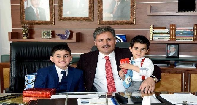 Başkan Çakır koltuğunu Yasin Alper Türkmene  devretti
