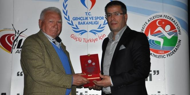 Eski milli atlet İsmail Akçay, antrenörleri kahkahaya boğdu